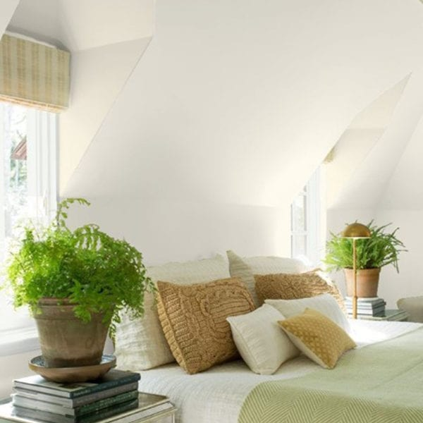 """Tip: """"Wallpaper adds an interesting texture and a touch of interest in your room."""""""